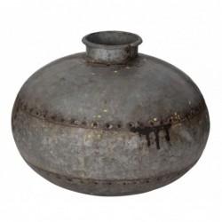 jarrón de metal