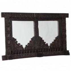 marco de madera con dos...